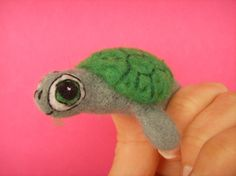 finger puppet turtle - I need to learn how to felt!