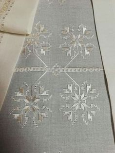 Hardanger Embroidery, Cross Stitch Embroidery, Bargello, Maleficent, Diy And Crafts, Handmade, Straight Stitch, Towels, Table Toppers