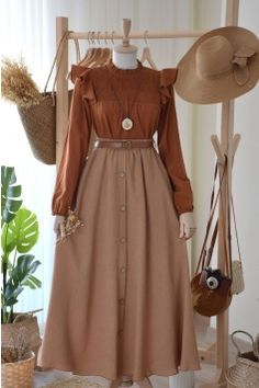Old Fashion Dresses, Modest Fashion Hijab, Modern Hijab Fashion, Modesty Fashion, Hijab Fashion Inspiration, Girls Fashion Clothes, Muslim Fashion, Mode Inspiration, Stylish Dresses