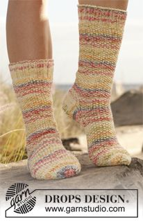 """Knitted DROPS socks in moss st and stocking st in """"Fabel"""" and """"Baby Merino"""" ~ DROPS Design"""