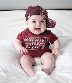 So cute Baby Love baby So Cute Baby, Cute Baby Boy Photos, Cute Kids Pics, Baby Boy Pictures, Cute Funny Babies, Baby Kind, Cute Baby Clothes, Baby Baby, Babies Clothes