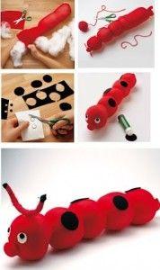 Cómo hacer una oruga o gusano con un calcetín realizando manualidades para niños