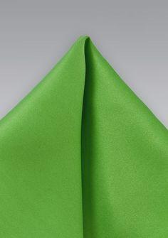 Grünes  Einstecktuch. Glatter geschmeidiger Stoff, samtig-seidiger Glanz, pflegeleichte Kunstfaser, Größe 25cm x 25cm.  nur   4,90 €