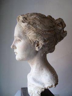 Suzie Zamit . Maddy, ceramic sculpture