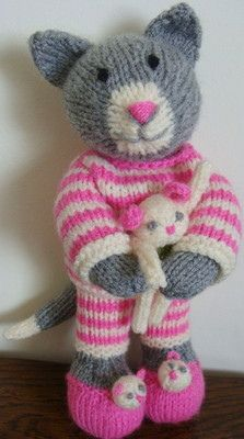 So cuuuute :) Previous pinner:Tabitha. Designed by Debi Birkin. Knitting by me! Knitted Bunnies, Knitted Teddy Bear, Knitted Cat, Knitted Animals, Knitted Dolls, Knitting Patterns Uk, Amigurumi Patterns, Doll Patterns, Knit Or Crochet