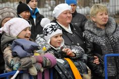 """Traditional city festival in the capital of Khakassia mark the end of so-called """"cheese of the week."""" Maslenitsa festivities enjoyed by the residents of Abakan same success - citizens have time to miss the celebrations for the winter, when the cold is not too contributes to entertain outdoors."""