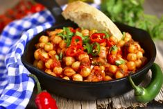 Spiced chickpeas and gluten free flatbread! by slim_vegan Raw Vegan, Vegan Vegetarian, Gluten Free Flatbread, Kung Pao Chicken, Chana Masala, Healthy Lifestyle, Spices, Food And Drink, Low Carb