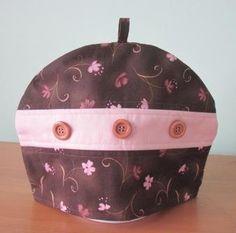 Large Tea Cosy made with Moda fabrics  http://daisychainquilter.blogspot.co.uk/2014/12/tea-cosy.html
