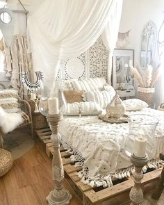Romantic Bedroom Decor Ideas to Make Your Home More Stylish on a Budget - The Trending House Bohemian Bedroom Decor, Bohemian Style Bedrooms, Boho Room, Moroccan Bedroom, Bedroom Vintage, Contemporary Bedroom, Modern Bedroom, Bedroom Classic, Modern Contemporary