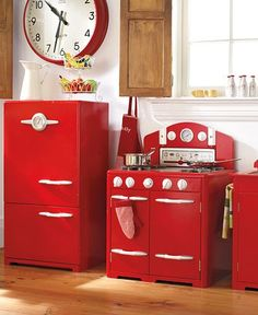 Red Retro Kitchen.I would absolutely love this! I swear, I was born in the wrong era! I am obsessed with the 20's, 40's, 50's, 60's and 70's! I don't think I'll ever love our era, nearly as much!