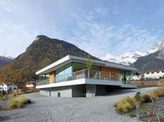 The Magliocco House is located in Chamoson, Valais, Switzerland and was designed by Savioz Fabrizzi Architectes to take advantage of the vineyard, valley Religious Architecture, Modern Architecture, Flat Roof House, Courtyard House Plans, Construction, Home Design, Curb Appeal, Foyer, Contemporary Design