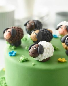 Sure to have guests flocking to the table, these sweet little sheep and their flower-sprinkled field come courtesy of Renshaw's Icing Multipacks. Sheep Fondant, Sheep Cupcakes, Sheep Cake, Fondant Cupcakes, Cake Recipes For Kids, Delicious Cake Recipes, Yummy Cakes, Best Birthday Cake Recipe, Homemade Birthday Cakes