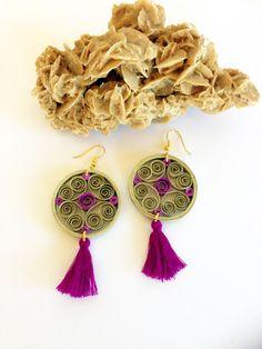 Orecchini di carta quilling viola e oro con nappine