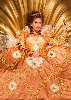 Julia Roberts as The Queen - Mirror Mirror (2012)