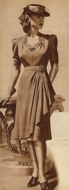 If I were to recreate this dress, I would use the 1944 wrap skirt pattern and the 1943 wrap dress pattern combined. Both of the patterns are sold by EvaDress. Moda Vintage, Vintage Mode, Vintage Style, Vintage Ideas, Vintage Outfits, Vintage Dresses, Vintage Shoes, 1940s Outfits, Retro Outfits