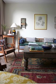 18 trendy home decored ideas eclectic sofas Indian Home Interior, Indian Interiors, Indian Home Decor, Indian Home Design, Style At Home, Sala Indiana, Eclectic Sofas, Living Room Decor Cozy, Indian Living Rooms