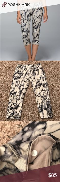 Lululemon marble Wunder Under Lululemon marble wunder under full luxtreme crops, size 6, good used condition except for some loose threading on the back. cool luxtreme fabric, doesn't pile. No trades. lululemon athletica Pants Ankle & Cropped