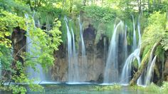 waterfall-Plitvice-lakes-are-sixteen-colors