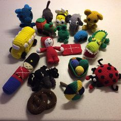 Figurer til sangkuffert#hjemmelavet #hæklet#hækle#sangkuffert#børn#barn#legetøj#bus#bil#tog#drage#ka - aasehougaard Crochet Game, Cute Crochet, Crochet Toys, Knit Crochet, Doll Toys, Dolls, Baby Songs, Double Crochet, New Moms