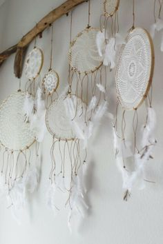 Atrapasueños en crochet - Ideas geniales ⋆ Manualidades Y DIY Doily Dream Catchers, Dream Catcher Rings, Dream Catcher Bedroom, Craft Projects, Projects To Try, Craft Ideas, Diy And Crafts, Arts And Crafts, Room Crafts