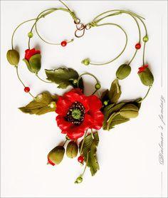 Collier fleurs rouge