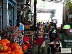 Feira de São Joaquim, em Salvador, estado da Bahia, Brasil. Uma feira de cores, sabores e formas. É  um mundo de contrastes antropológicos e sociais.  Texto e fotografia: http://vanezacomz.blogspot.com.br