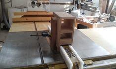 테이블쏘와 놀기 - 4. 없으면 아쉬운 테이블쏘를 위한 지그와 악세사리 10가지 : 네이버 블로그 Carpentry, Drafting Desk, Office Desk, Diy And Crafts, Table, Furniture, Home Decor, Woodworking, Desk Office