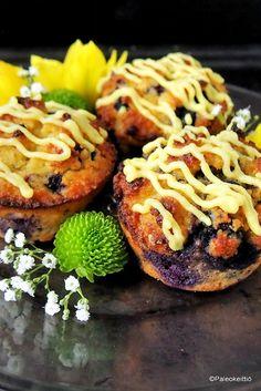 Sitruunaiset mustikkamuffinssit   Leppoisaa lankalauantaita! Kovasti uhkailin, että Välimerellinen kvinoasalaatti olisi ainoa asia, jonka tänä vuonna pääsiäispöytään kokkailisin. Hetken inspiraatiosta syntyivät kuitenkin kivasti py…