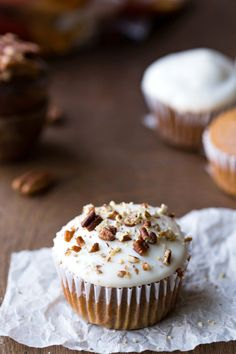 Pumpkin Spice Cupcakes with Maple Cream Cheese Frosting - classic Thanksgiving dessert recipe that's a great alternative to pie!
