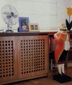 Cover radiator, a classical application of wooden lattice Cabinet Doors, Radiators, Shoe Rack, Apartments, Basement, Room Ideas, Home Appliances, Living Room, Classic