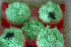 """Mini cupcakes with """"grass"""" and """"ants"""""""