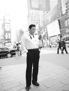 """PSY - Maybe he's not traditionally """"delicious"""" but I just want to take him home and make him dance for me! Best Pictures Ever, Cool Pictures, Psy Kpop, Pretty People, Beautiful People, Fandom, Gangnam Style, Saturday Night Live, Today Show"""