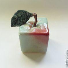 Ceramic figurine Apple / Статуэтки ручной работы. Ярмарка Мастеров - ручная работа. Купить Яблоко квадратное зеленое. Handmade. Зеленый, яблоко интерьерное