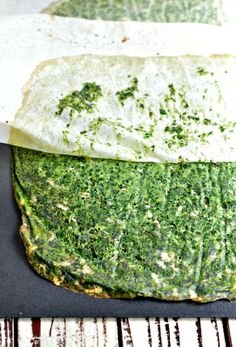 Low Carb Spinach Pizza Crust and easy 3 ingredients recipes made of eggs, spinach, cheese and spices - optional. Keto, vegetarian, gluten free. #lowcarb #keto #lowcarbpizza #pizza #spinach