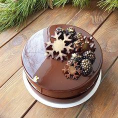 1,778 mentions J'aime, 28 commentaires – Uraliya Yamaletdinova ❤ (@uraliya) sur Instagram : «Отражается берёза на торте, когда поменяла подоконник... Не легко фоткать торт с этой глазурью,…»