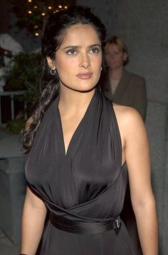 Actress Salma Hayek arrives at the New Yorkers for Children Fall Gala September 17 2002 at the Regent Wall Street in New York City Salma Hayek Style, Salma Hayek Body, Salma Hayek Penelope Cruz, Salma Hayek Pictures, Gorgeous Women, Beautiful People, Selma Hayek, 2000s Fashion Trends, Jennifer Aniston Style