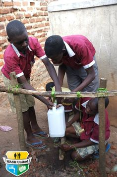 Pupils building their own Tippy-Tap at a Ugandan school. (Uganda)