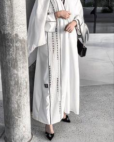 Modest Fashion Hijab, Modern Hijab Fashion, Modesty Fashion, Arab Fashion, Hijab Fashion Inspiration, Abaya Designs Latest, New Abaya Design, Modern Abaya, Clothing Studio