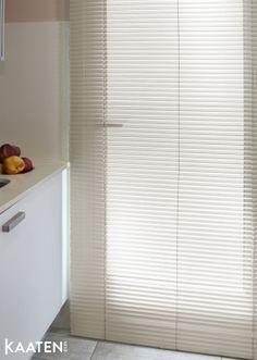 Suben las temperaturas y necesitamos más aire para respirar. Deja que la brisa entre por tu ventana con las #venecianas de Kaaten ®. Descubre ideas frescas en www.kaaten.com.