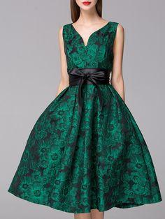 http://fr.shein.com/Green-V-Neck-Backless-Sleeveless-Print-Bow-Waist-Dress-p-252241-cat-1885.html