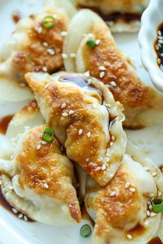 Sesame Chicken Potstickers – These are unbelievably easy to make. And they'r… Sesame Chicken Potstickers – These are unbelievably easy to make. And they're freezer-friendly too, perfect for those busy weeknights! I Love Food, Good Food, Yummy Food, Great Recipes, Favorite Recipes, Summer Recipes, Recipe Ideas, Asian Cooking, Asian Recipes