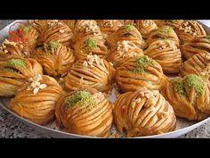 BAKLAVA AÇMASINI BİLMİYORSAN DERT ETME !!!BU TARİF TAM SANA GÖRE OKLAVASIZ East Dessert Recipes, Easy Desserts, Pita Recipes, Pastry Recipes, Turkish Recipes, Ethnic Recipes, Turkish Sweets, Turkish Delight, Sweet Tooth