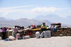 En el Mirador de Patapampa se ubican diferentes artesanos que ofrecen sus tejidos y, además, es punto de inicio de un downhill en bicicleta de montaña que, por senderos de montaña, lleva a la capital del Colca, Chivay.