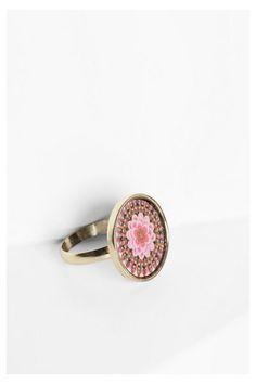 Maxi anillo de colores Desigual. ¡Descubre las novedades de la colección de accesorios!