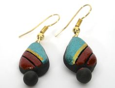 casual and small terracotta earrings in green and maroon. earring size: less than 1 inch