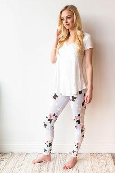 Black And White Leggings, Printed Leggings, Capri Pants, Floral Prints, Rompers, Romantic, Athletic, Beauty, Fashion