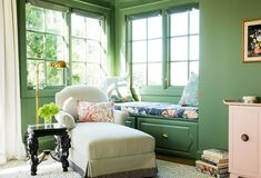What a cozy way to do corner window... and some added storage too! Going Green