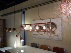 Showroom winkel interieur verlichting . Hanglampen voor eettafel woonkamer of keuken tafel . Roodkopere verlichting . Home interior lights / ONLINE SHOP : click on this LINK ( www.rietveldlicht.nl )