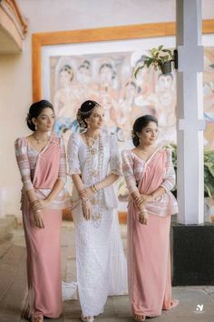 White Saree Wedding, Christian Wedding Sarees, Bridesmaid Saree, Wedding Bridesmaids, Bridal Outfits, Bridal Dresses, Sri Lankan Wedding Saree, Saree Jackets, Arabian Makeup