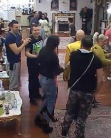 Nenad Marinković Gasttozz u rijalitiju Parovi, potukao se sa Jelenom Krunić kako bi zaštitio svoju bivšu devojku Zoricu Dukić.